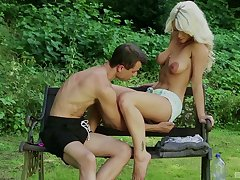For detail fucking in outdoors with horny pretty good cougar Licky Lex