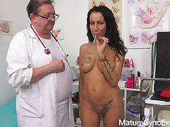 Kinky gyno exam increased by real orgasm of exciting MILF Valentina Sierra