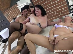 Adult BBW hither stockings fucked with her mature best friend by one guy